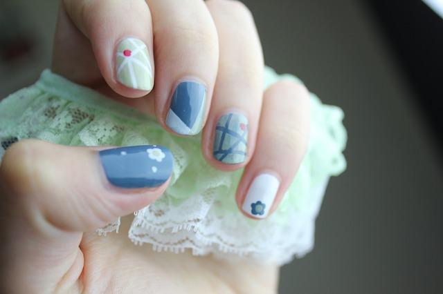 Czy lakiery hybrydowe niszczą paznokcie?