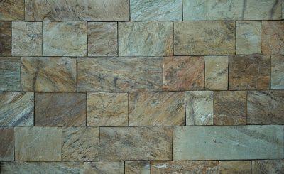 Naturalny kamień dekoracyjny na ścianie