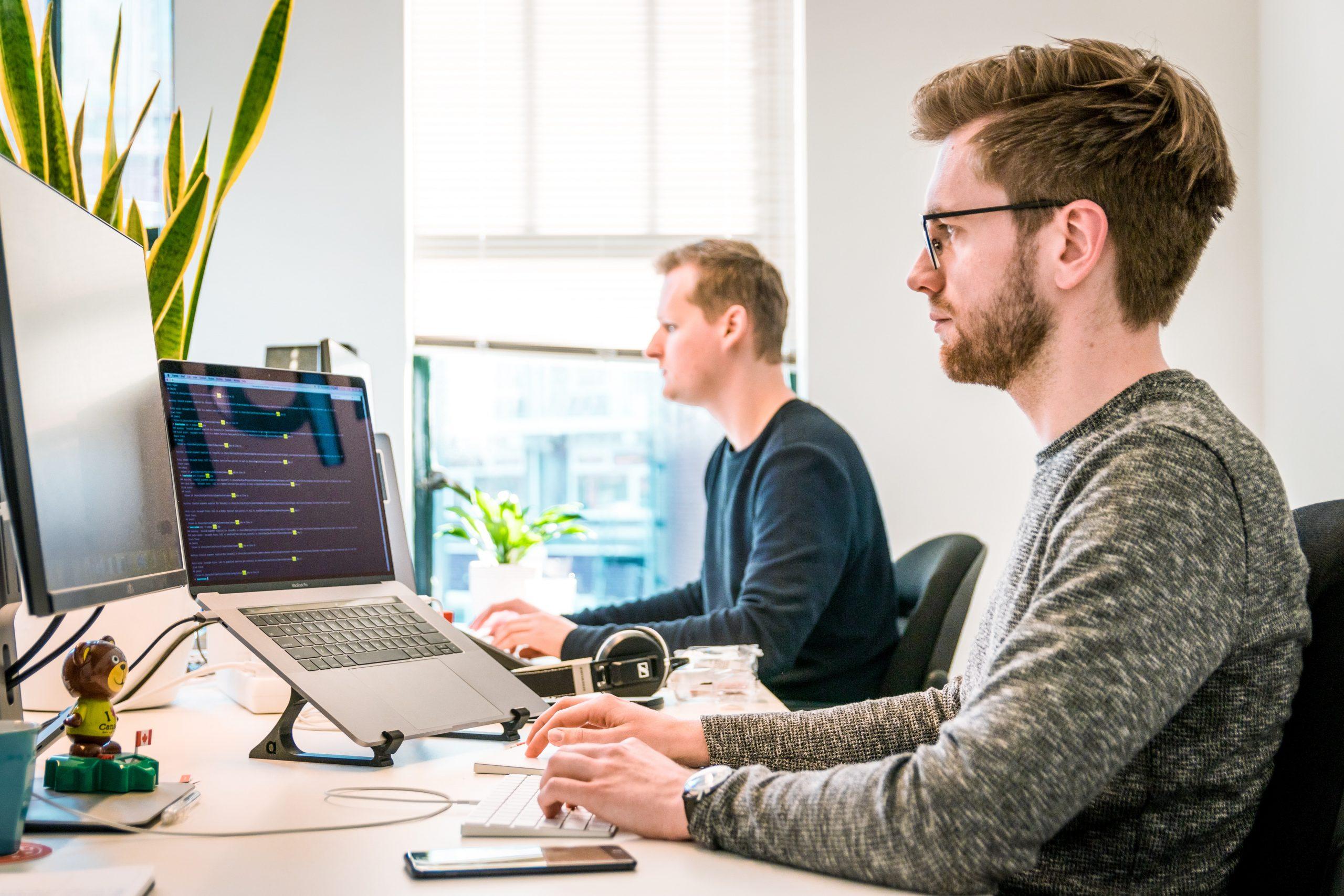 Biuro na wynajem – co powinno się w nim znaleźć?