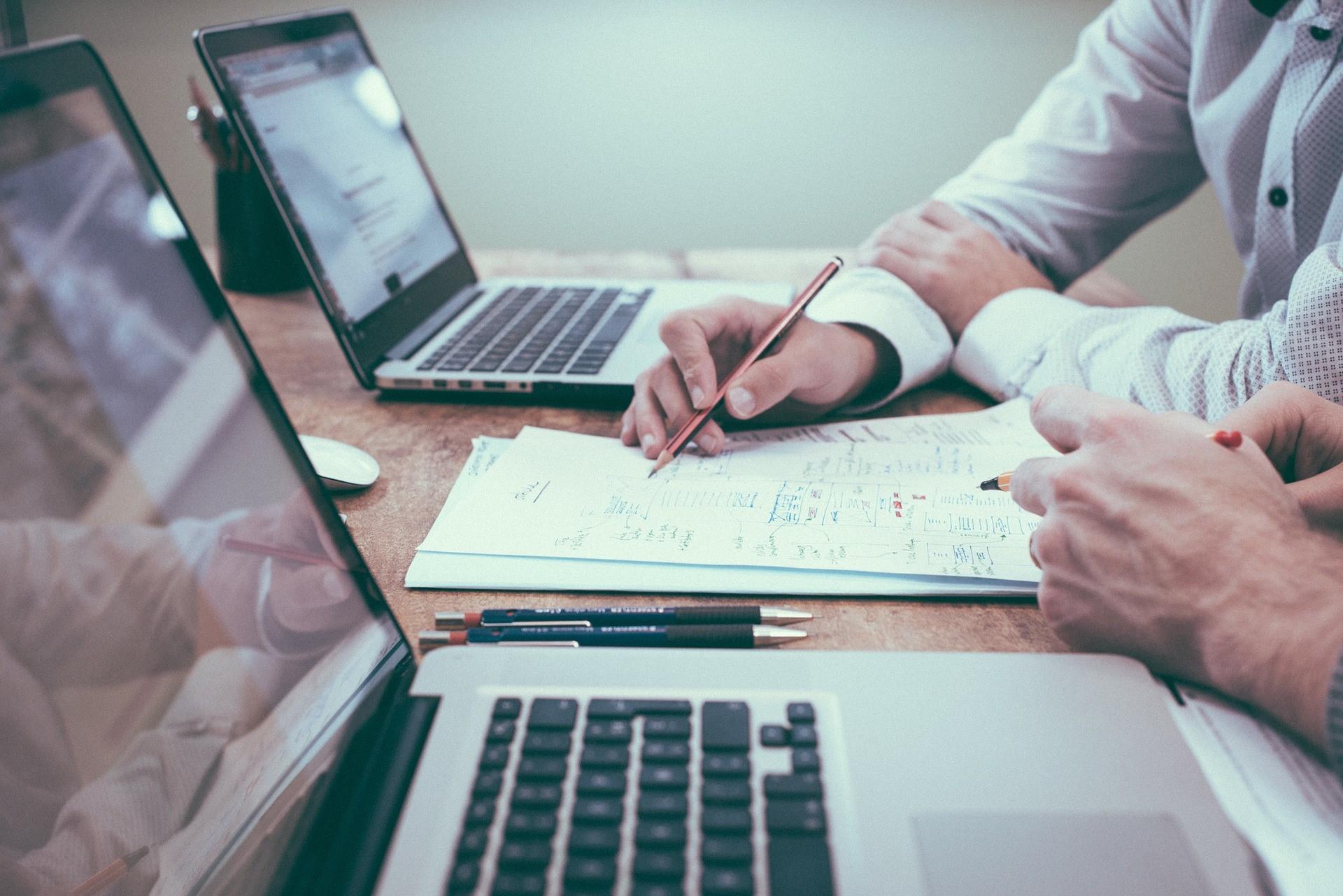 Czym zajmują się brokerzy informacji?