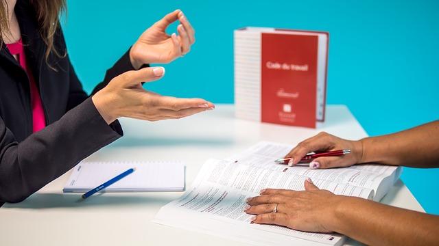 W jakich sytuacjach adwokat od prawa pracy może ci pomóc?
