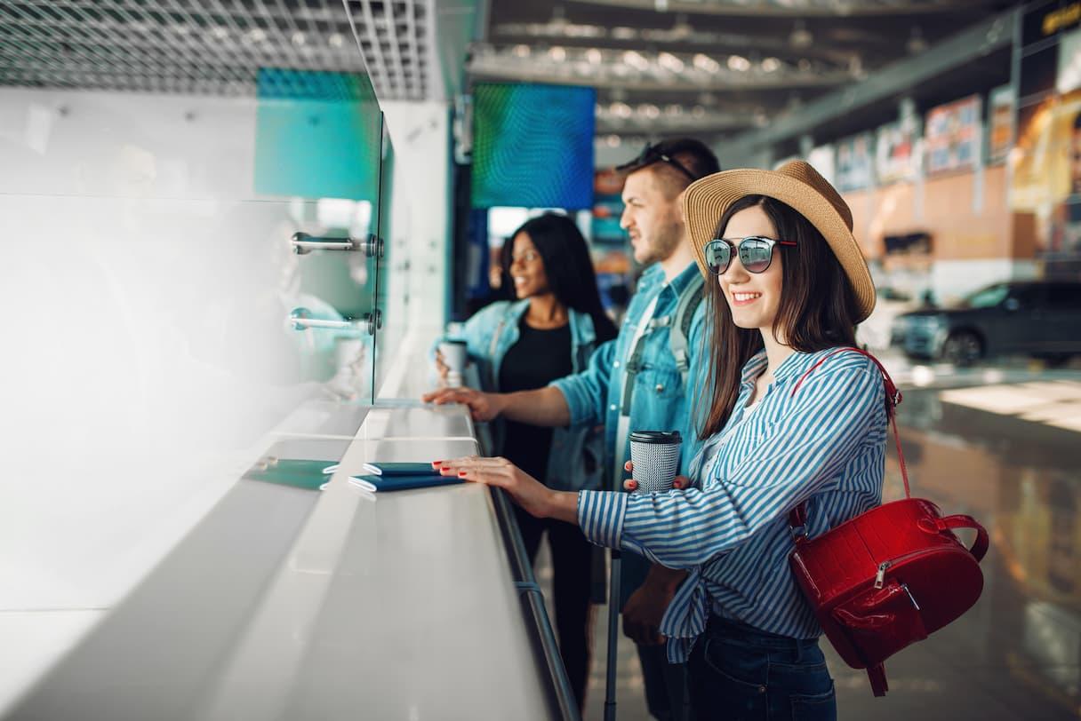 Jakie informacje zawarte są w dowodach osobistych? Co widzi celnik po zeskanowaniu naszego dowodu osobistego na lotnisku?